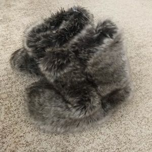 Restoration baby and child fur booties kids NWT